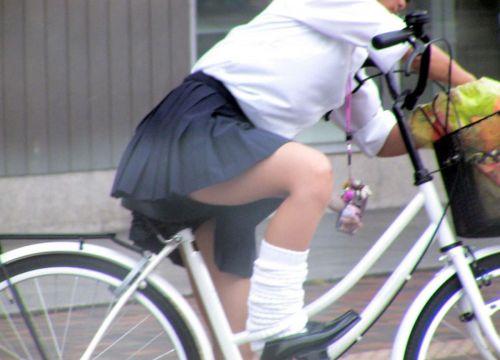 自転車通学中JKのお尻から見えちゃうパンチラを厳選したエロ画像 38枚 No.36
