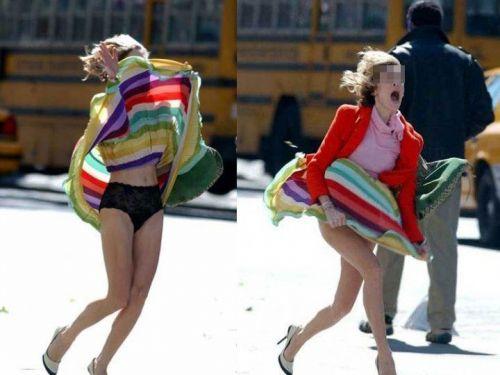 前から限定!外国人のスカートが風で舞い上がるパンチラエロ画像 26枚 No.1