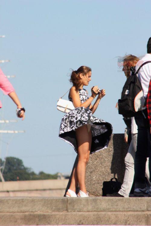 前から限定!外国人のスカートが風で舞い上がるパンチラエロ画像 26枚 No.2