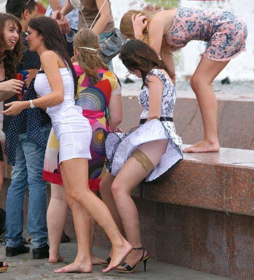 前から限定!外国人のスカートが風で舞い上がるパンチラエロ画像 26枚 No.4