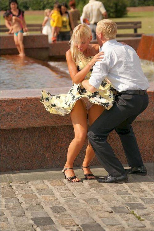 前から限定!外国人のスカートが風で舞い上がるパンチラエロ画像 26枚 No.9