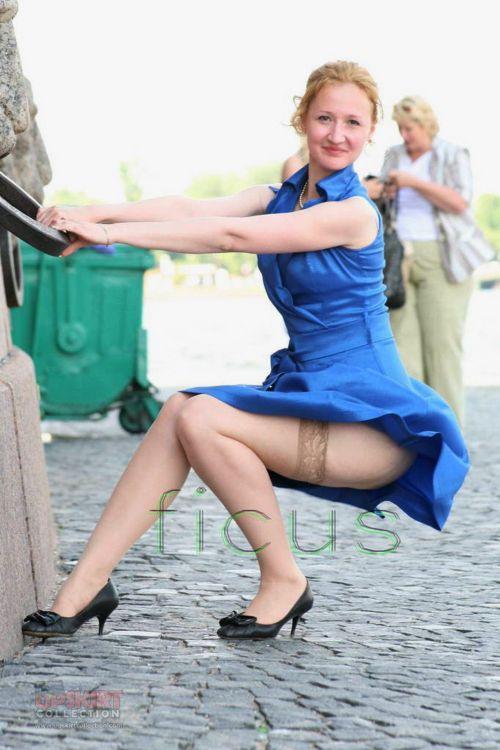 前から限定!外国人のスカートが風で舞い上がるパンチラエロ画像 26枚 No.17