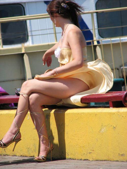 前から限定!外国人のスカートが風で舞い上がるパンチラエロ画像 26枚 No.21