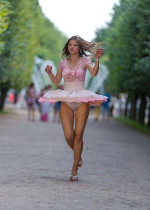 前から限定!外国人のスカートが風で舞い上がるパンチラエロ画像 26枚 No.23