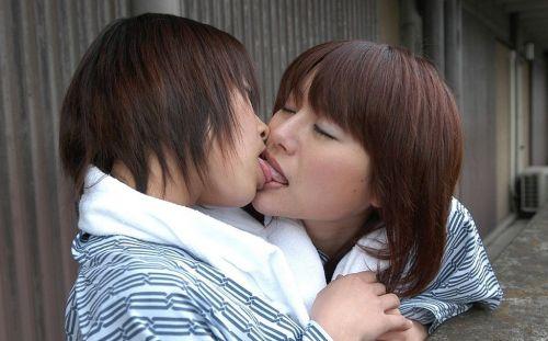 女の子同士で口の中をすすり合うディープなレズキス画像! 35枚 No.17