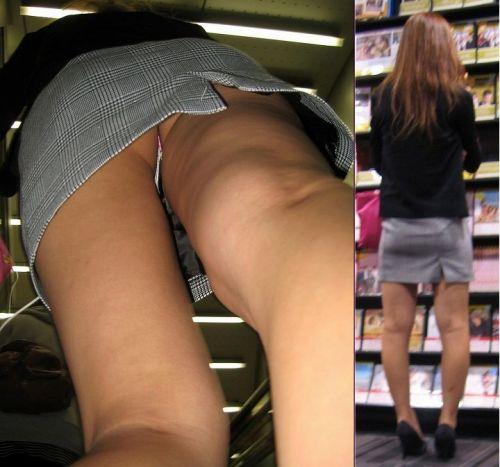 スカートの中でムチムチなお尻に食い込んでる逆さ撮り盗撮画像 31枚 No.8