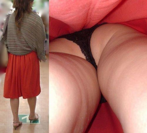 スカートの中でムチムチなお尻に食い込んでる逆さ撮り盗撮画像 31枚 No.19