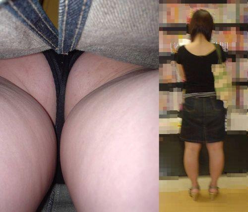スカートの中でムチムチなお尻に食い込んでる逆さ撮り盗撮画像 31枚 No.23