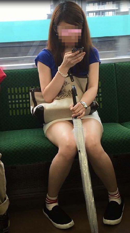 電車内で美脚を見せつけるミニスカ生脚ギャル限定盗撮エロ画像 31枚 No.4