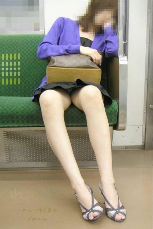 電車内で美脚を見せつけるミニスカ生脚ギャル限定盗撮エロ画像 31枚 No.8