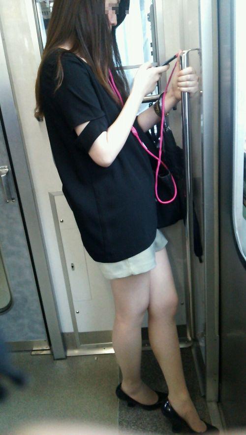 電車内で美脚を見せつけるミニスカ生脚ギャル限定盗撮エロ画像 31枚 No.9