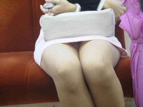 電車内で美脚を見せつけるミニスカ生脚ギャル限定盗撮エロ画像 31枚 No.17