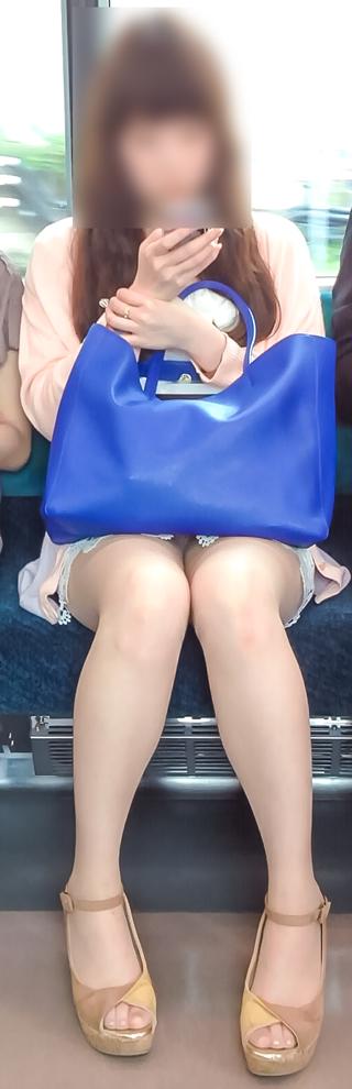 電車内で美脚を見せつけるミニスカ生脚ギャル限定盗撮エロ画像 31枚 No.21