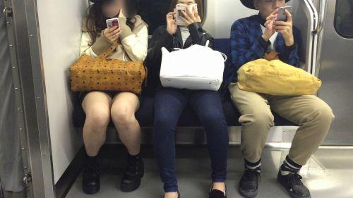 電車内で美脚を見せつけるミニスカ生脚ギャル限定盗撮エロ画像 31枚 No.26