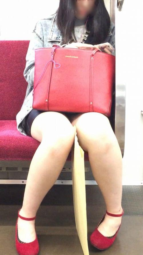 電車内で美脚を見せつけるミニスカ生脚ギャル限定盗撮エロ画像 31枚 No.28