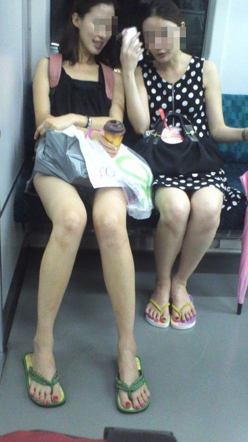 電車内で美脚を見せつけるミニスカ生脚ギャル限定盗撮エロ画像 31枚 No.29