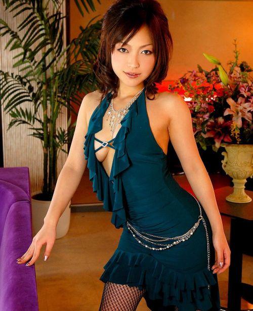 キャバクラ嬢の胸の谷間やおふざけおっぱいを激写したエロ画像 32枚 No.18