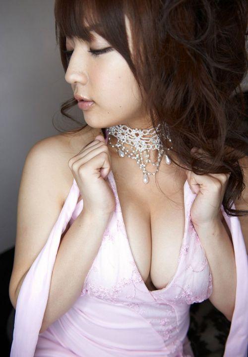 キャバクラ嬢の胸の谷間やおふざけおっぱいを激写したエロ画像 32枚 No.32