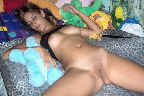 外国人女性がおっぱい丸出しでガサツに寝ちゃってる盗撮エロ画像 31枚 No.14
