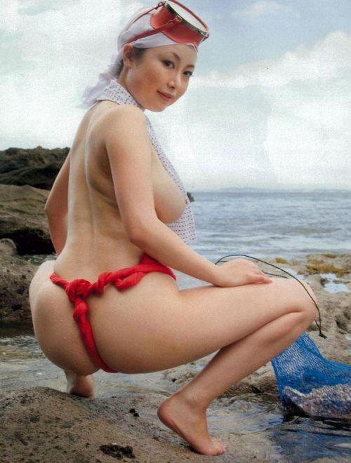 褌(ふんどし)を巻いた女の子のお尻がTバックより卑猥なエロ画像 31枚 No.26