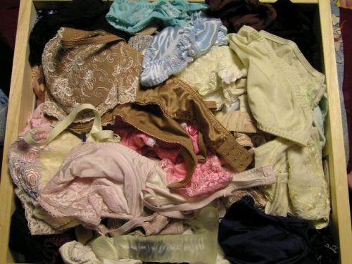 【画像】整理整頓が出来ないガサツ娘のタンスの下着見てみる? 34枚 No.9