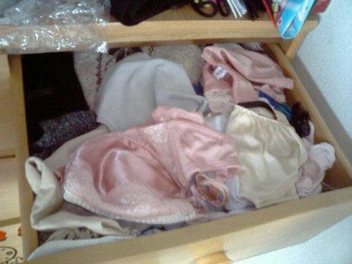【画像】整理整頓が出来ないガサツ娘のタンスの下着見てみる? 34枚 No.18