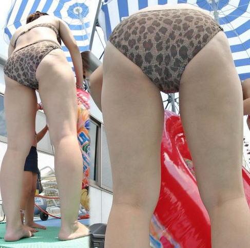 【画像】子連れママのTバック水着やハプニングお尻がクッソエロいwww 36枚 No.23