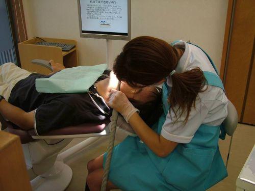 仕事中の歯科衛生士の座りパンチラや逆さ撮り盗撮したエロ画像 32枚 No.27