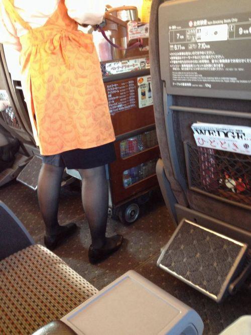 新幹線の制服を着た売り子さん限定で逆さ撮り盗撮したエロ画像 61枚 No.3