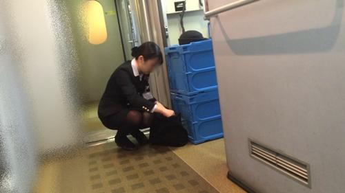 新幹線の制服を着た売り子さん限定で逆さ撮り盗撮したエロ画像 61枚 No.16
