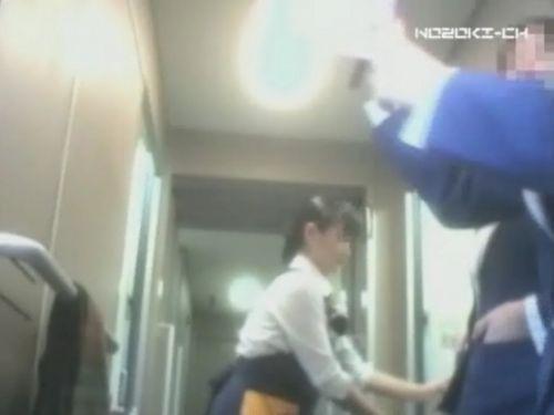 新幹線の制服を着た売り子さん限定で逆さ撮り盗撮したエロ画像 61枚 No.37