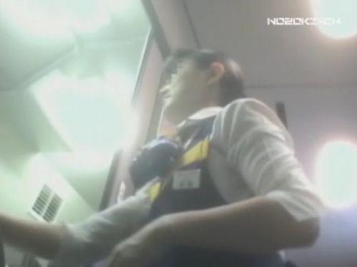 新幹線の制服を着た売り子さん限定で逆さ撮り盗撮したエロ画像 61枚 No.52