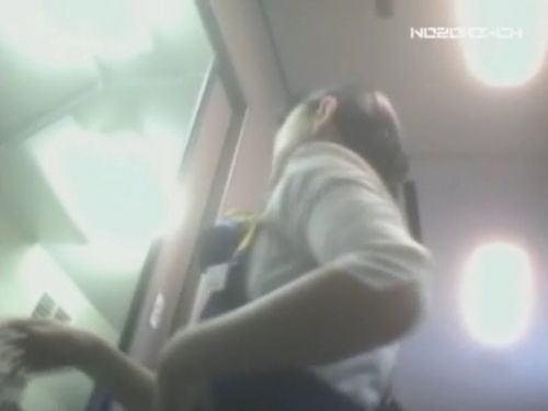 新幹線の制服を着た売り子さん限定で逆さ撮り盗撮したエロ画像 61枚 No.53