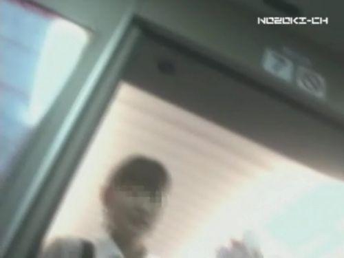 新幹線の制服を着た売り子さん限定で逆さ撮り盗撮したエロ画像 61枚 No.55