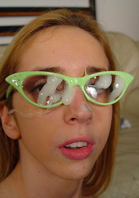 【画像】眼鏡っ娘の眼鏡にザーメンぶっかける顔射がエロ過ぎるwww 34枚 No.12
