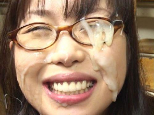 【画像】眼鏡っ娘の眼鏡にザーメンぶっかける顔射がエロ過ぎるwww 34枚 No.21