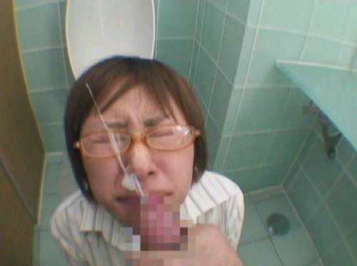 【画像】眼鏡っ娘の眼鏡にザーメンぶっかける顔射がエロ過ぎるwww 34枚 No.22