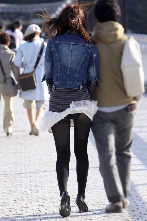 ストッキングを履いたお姉さんが風でパンチラしちゃうエロ画像 37枚 No.11