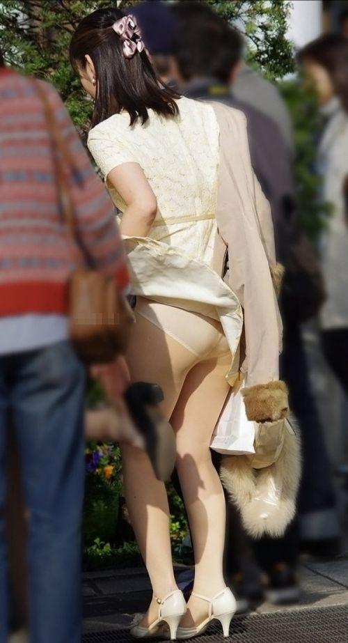 ストッキングを履いたお姉さんが風でパンチラしちゃうエロ画像 37枚 No.34