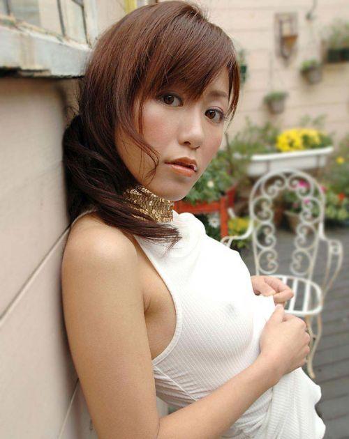 美女達のノーブラ乳首ポチをや乳輪透けが見えちゃうエロ画像 35枚 No.22