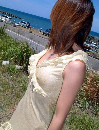 美女達のノーブラ乳首ポチをや乳輪透けが見えちゃうエロ画像 35枚 No.25