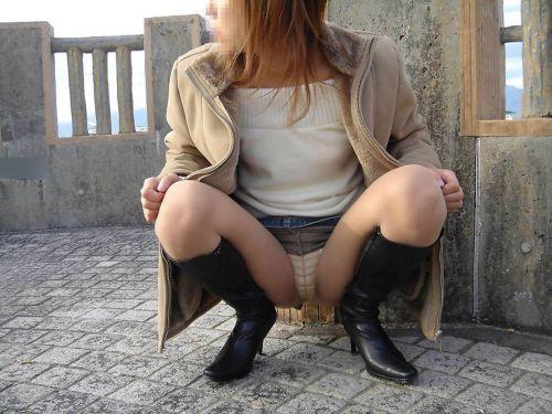 野外で露出狂な美女達がM字開脚でオマンコ濡らしてるエロ画像 38枚 No.24