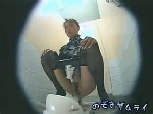 スチュワーデスのお姉さんがトイレで排泄物を出しちゃう盗撮エロ画像 48枚 No.20