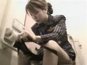 スチュワーデスのお姉さんがトイレで排泄物を出しちゃう盗撮エロ画像 48枚 No.21