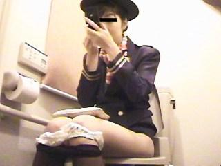 スチュワーデスのお姉さんがトイレで排泄物を出しちゃう盗撮エロ画像 48枚 No.22