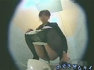 スチュワーデスのお姉さんがトイレで排泄物を出しちゃう盗撮エロ画像 48枚 No.23