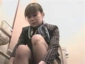 スチュワーデスのお姉さんがトイレで排泄物を出しちゃう盗撮エロ画像 48枚 No.31