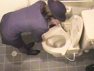 スチュワーデスのお姉さんがトイレで排泄物を出しちゃう盗撮エロ画像 48枚 No.34