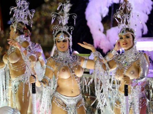 サンバカーニバルで巨乳外国人がおっぱい丸出しなエロ画像 35枚 No.10