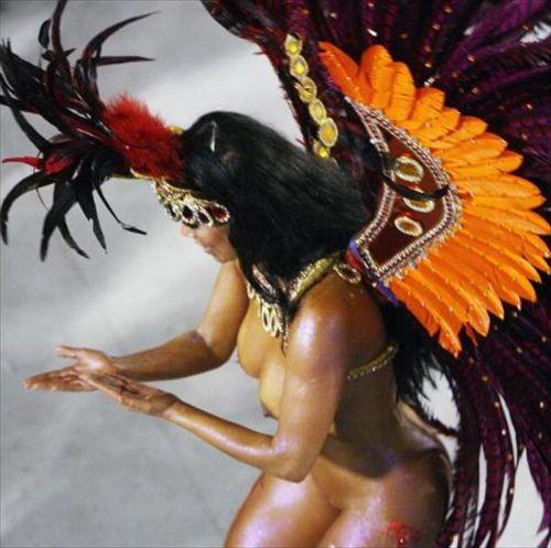 サンバカーニバルで巨乳外国人がおっぱい丸出しなエロ画像 35枚 No.11